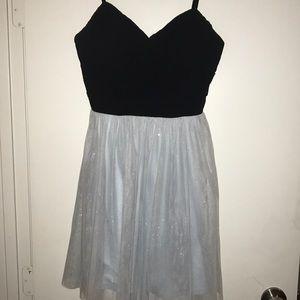 Dresses & Skirts - BEAUTIFUL SPARKLY DRESS!! Delias size medium!